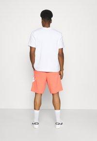 Nike Sportswear - ALUMNI - Träningsbyxor - turf orange - 3