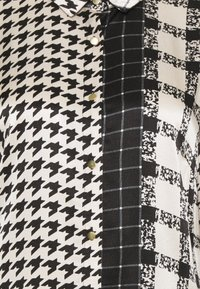 Culture - SALOMON DRESS - Košilové šaty - black - 2