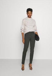 Vero Moda - VMLEAH CLASSIC PANT - Trousers - peat - 1