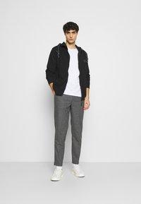 INDICODE JEANS - CAYCE - Zip-up hoodie - black - 1