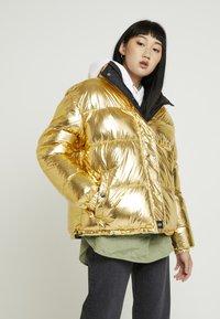 Sixth June - OVERSIZE SHINNY PUFFER JACKET - Winter jacket - gold - 0
