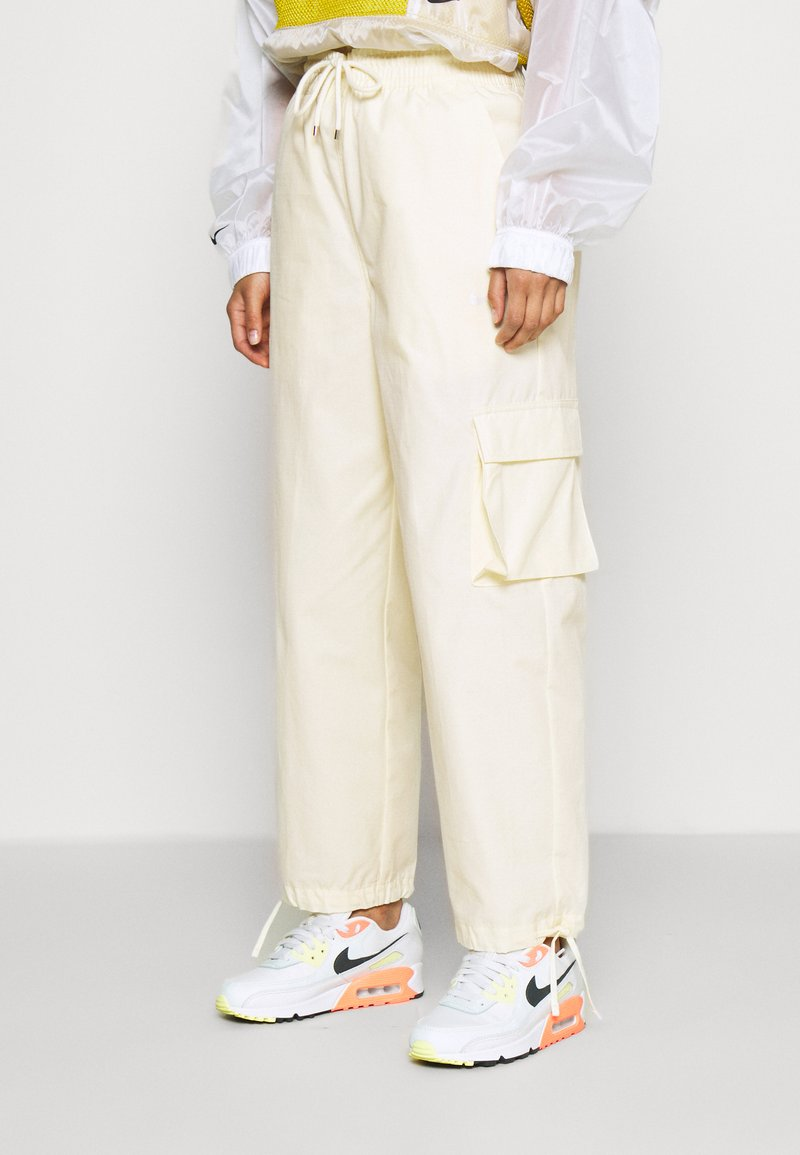 Nike Sportswear - Cargobroek - coconut milk/pale vanilla