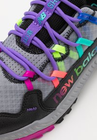New Balance - GESHALB UNISEX - Běžecké boty do terénu - black/multicolor - 5