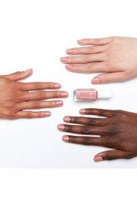 Essie - EXPRESSIE - Nail polish - 10 second hand first love - 2