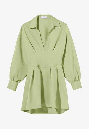 MIT KORSETT UND SCHLEIFE AM RÜCKEN - Day dress - green