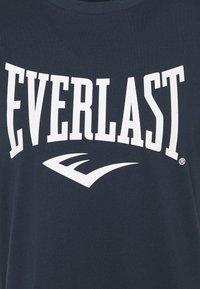 Everlast - BASIC TEE RUSSEL - Triko spotiskem - navy - 2