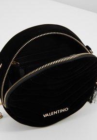 Valentino by Mario Valentino - CARILLON - Across body bag - nero - 3