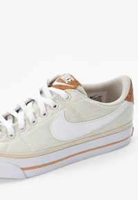 Nike Sportswear - NIKE COURT LEGACY - Trainers - pale ivory/white-multi-color-gum light brown - 5