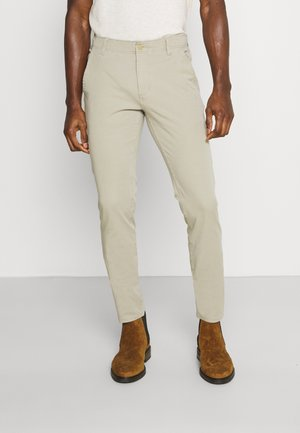 SMART FLEX ALPHA SKINNY LIGHTWEIGHT - Chinos - taupe/sand