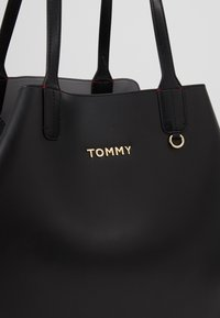 Tommy Hilfiger - ICONIC TOTE SOLID - Tote bag - black - 9