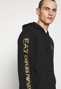 EA7 Emporio Armani - Bluza - black/gold-coloured - 4