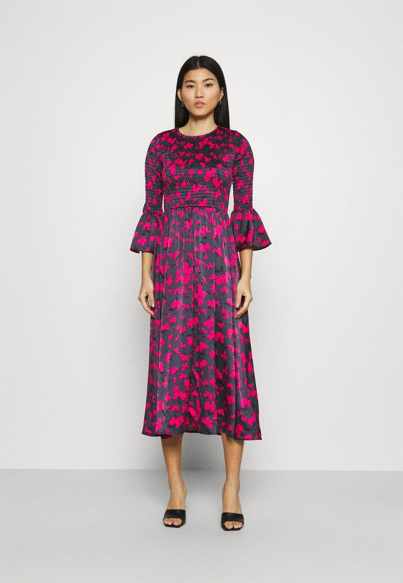 Who What Wear - SMOCKED DRESS - Day dress - slate