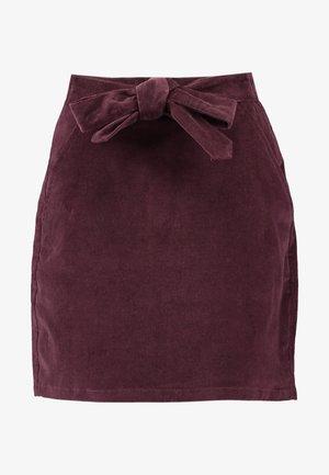 BELTED SKIRT - Minigonna - burgundy