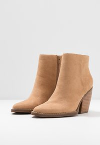 Madden Girl - KLICCK - High heeled ankle boots - camel - 4