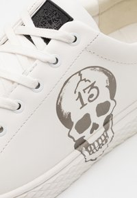 Ed Hardy - LUCKY  - Trainers - white/gunmetal - 5
