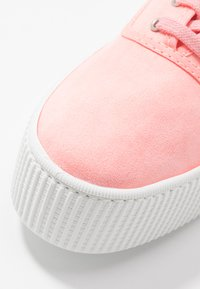 Victoria Shoes - Trainers - coral - 2