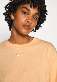 Nike Sportswear - T-shirt basique - orange - 4