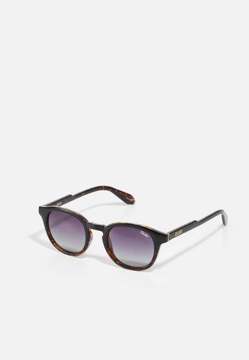 WALK ON - Sunglasses - black/smoke