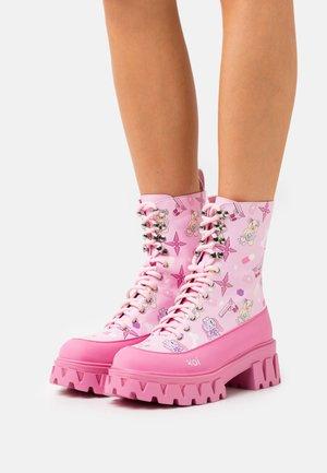 VEGAN CHIMERA - Platform ankle boots - pink