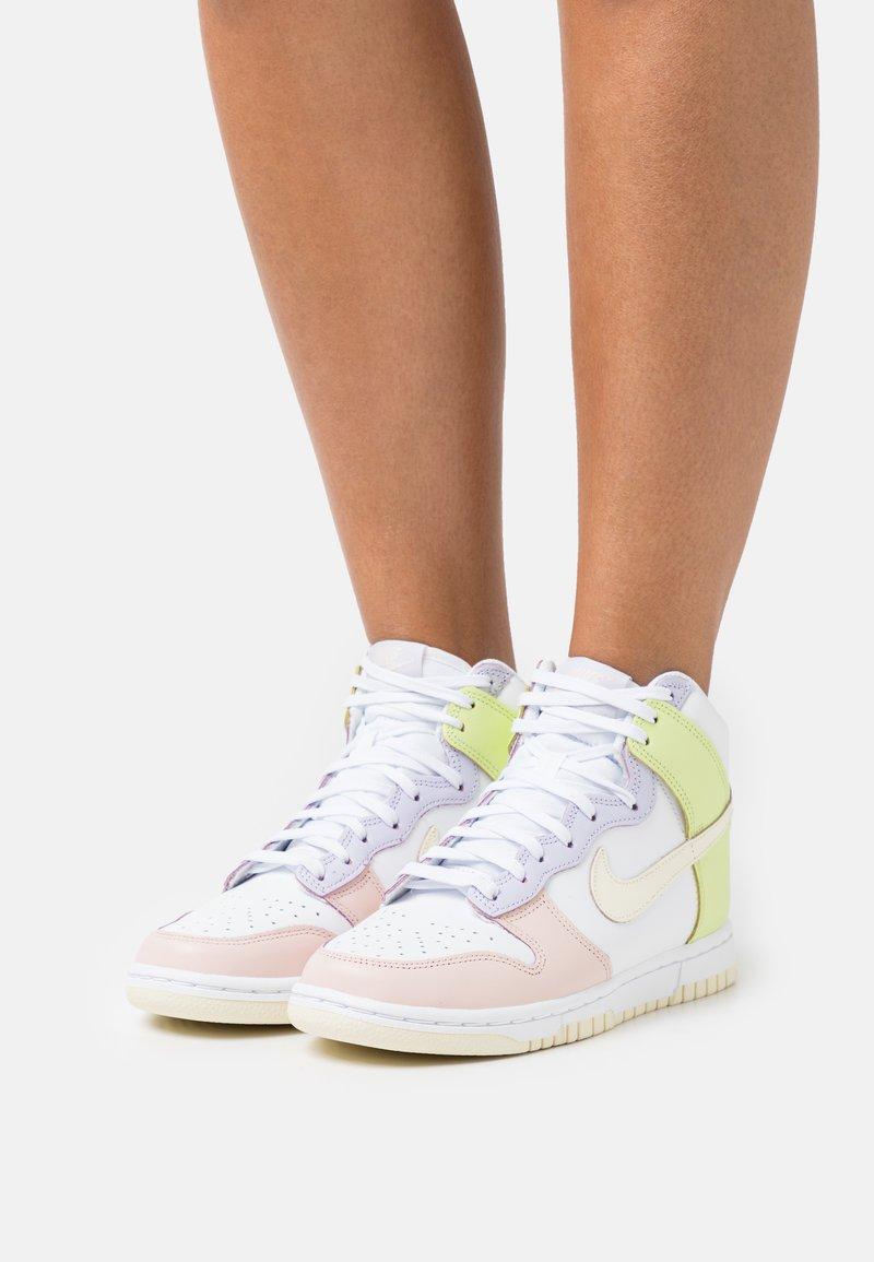 Nike Sportswear - DUNK  - Sneakers hoog - white/cashmere/light lemon twist/pure violet/pale coral