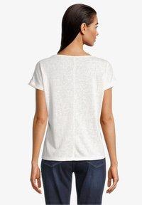 Betty Barclay - Print T-shirt - weiß/dunkelblau - 2