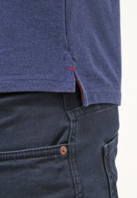 Selected Homme - SLHARO EMBROIDERY - Polo shirt - dark blue melange - 5