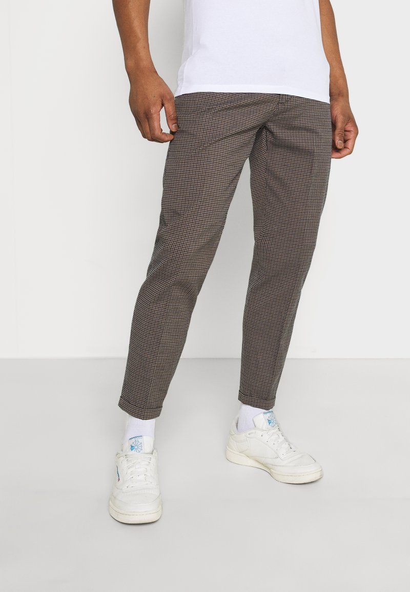 Redefined Rebel - ERCAN  - Chinos - brown