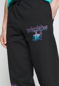 Primitive - SYSTEMS - Spodnie treningowe - black - 5