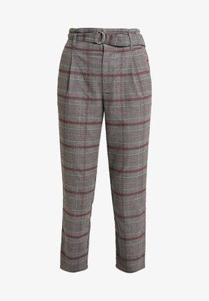 SELF BELT PLEATED MOMS - Pantalones - grey