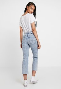Tommy Jeans - CROP FLARE - Jeans bootcut - light-blue denim - 2