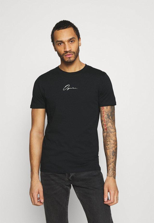 JORSCRIPTT TEE CREW NECK - T-shirt z nadrukiem - black