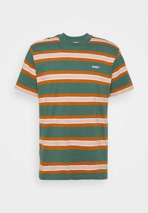 LOGAN TEE  - Print T-shirt - green multi