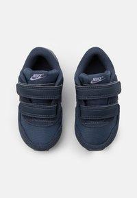Nike Sportswear - MD VALIANT UNISEX - Sneakers laag - thunder blue/purple pulse/white - 3