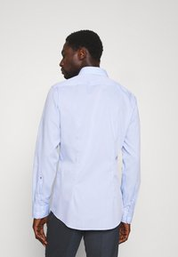 Seidensticker - SLIM BUSINESS KENT PATCH - Formal shirt - hellblau - 2