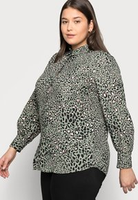 New Look Curves - LEO LEOPARD PRINTED - Button-down blouse - green - 3