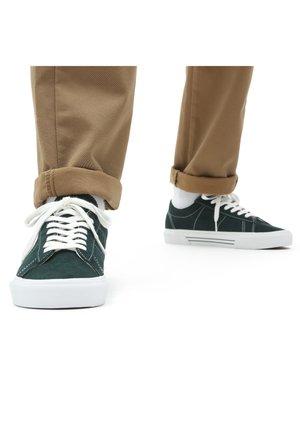 UA Sid - Sneakers -  scarab/true white