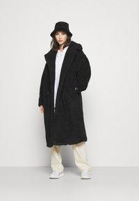Monki - TEDDY COAT - Classic coat - black - 1