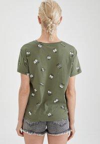 DeFacto - Print T-shirt - khaki - 2