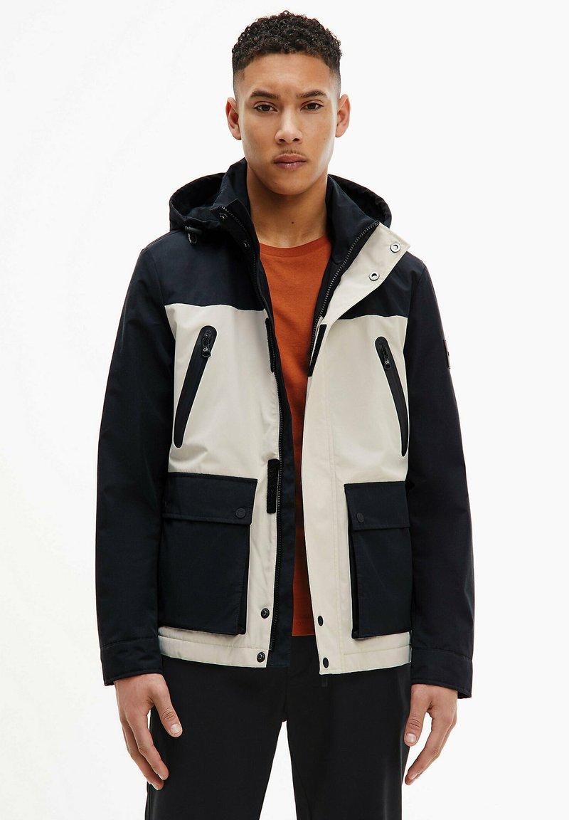 Calvin Klein - TECHNICAL - Light jacket - bleached stone