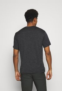 Icebreaker - RAVYN POCKET CREW - Basic T-shirt - jet heather - 2