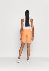 Nike Golf - DRY ACE - Sportovní kraťasy - bright mango - 2