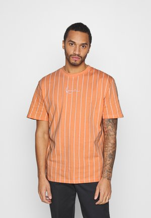 SMALL SIGNATURE PINSTRIPE TEE UNISEX - T-shirt con stampa - coral/white