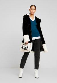 Gina Tricot - EVERLYN COAT - Zimní kabát - black/white - 1