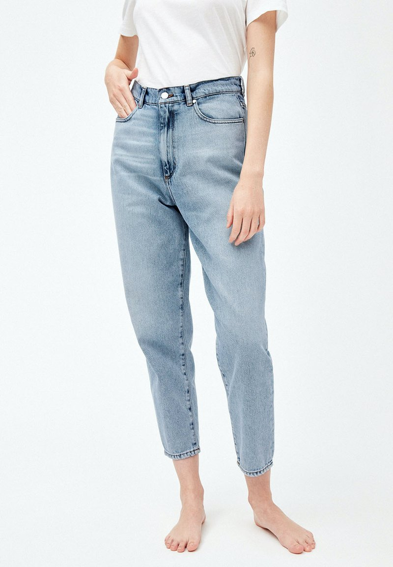 ARMEDANGELS - MAIRAA - Jeans Tapered Fit - faded blue