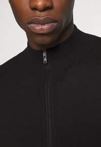 Burton Menswear London - FINE GAUGE ZIP THROUGH - Vest - black - 5