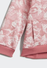 adidas Performance - BADGE OF SPORT ALLOVER PRINT JOGGER SET - Trainingspak - pink - 7
