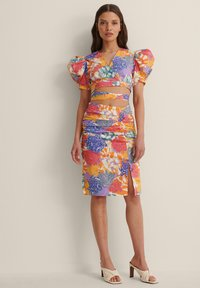 NA-KD - CROPPED TIE WRAP TOP - Blouse - multicolor - 0