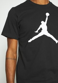 Jordan - JUMPMAN FILL CREW - T-shirt con stampa - black/white - 4