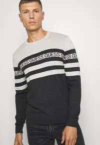 Guess - LOGO STRIPED - Jumper - grey - 3