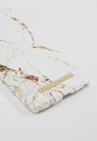 iDeal of Sweden - FASHION CASE MARBLE - Portacellulare - carrara/gold-coloured - 2